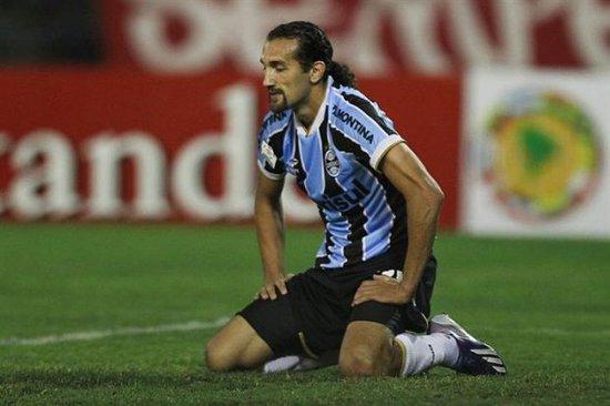 Barcos, atacante do Grêmio