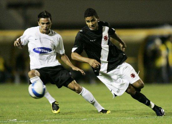 Alan Kardec em ação em jogo que praticamente rebaixou o Corinthians
