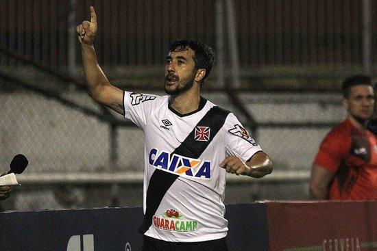 Douglas, autor do primeiro gol Vascaíno em São Januário