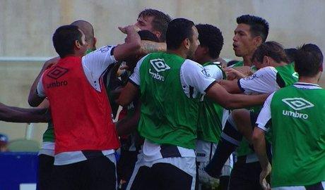 Thalles entra e decide, Vasco vence o Paraná em Cariacica, abre 6 pontos para o 5° colocado e alivia pressão