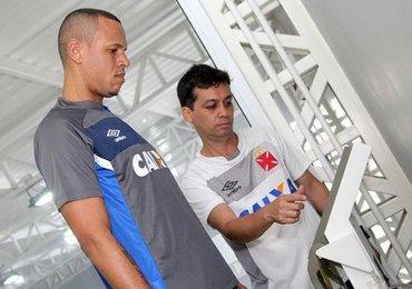 Luis Fabiano segue rotina de treinos específicos diários no CAPRRES em SJ