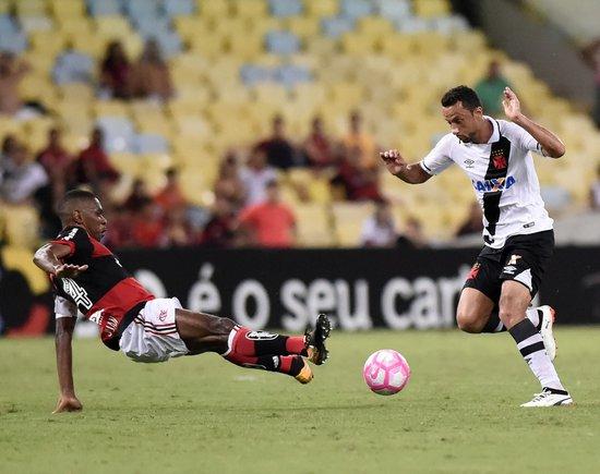 Nenê durante o clássico contra o Flamengo