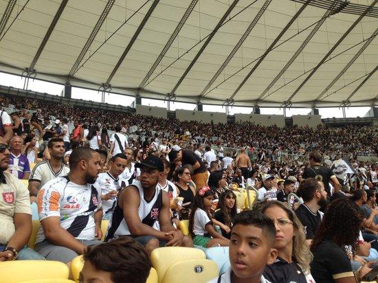 Torcedores no Maracanã
