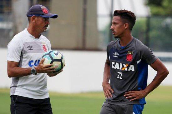 Caio Monteiro em treino com Valdir Bigode