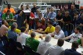 Urna 7 é aberta para contagem de votos: lista de sócios que votaram nela causa polêmica (Foto: André Durão)