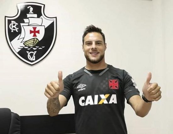 Leandro com camisa do Vasco