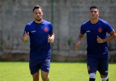 Recuperado da virose, Paulinho volta a treinar junto ao elenco