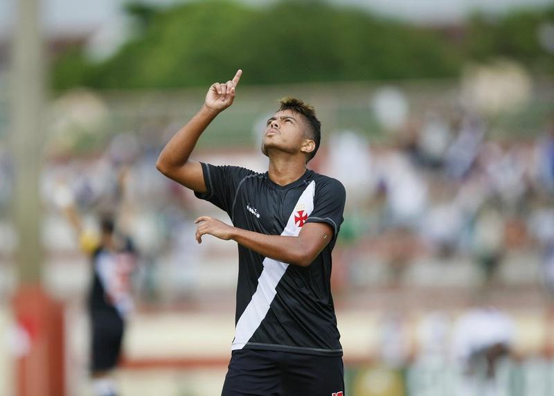 Evander comemora seu gol contra o Madureira
