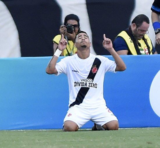 Yago Pikachu comemora um de seus gols na tarde deste domingo