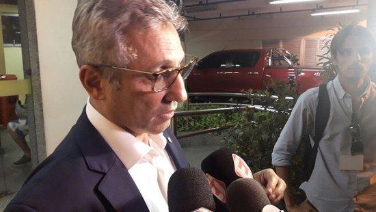 Alexandre Campello deu entrevista na saída da delegacia