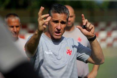 Jorginho, técnico do Vasco, tem quatro reforços para o jogo contra o Corinthians