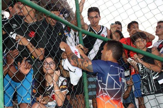 Ramon autografou camisas dos torcedores