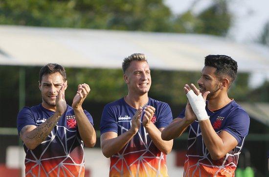 Maxi López (centro) pode fazer sua estreia pelo Vasco