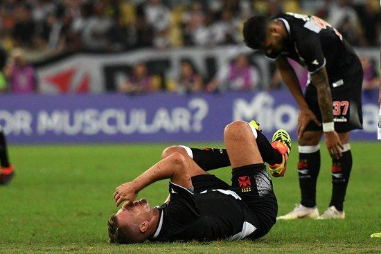Maxi López caído no gramado
