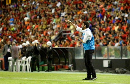 Alberto Valentim durante o duelo do Vasco contra o Sport