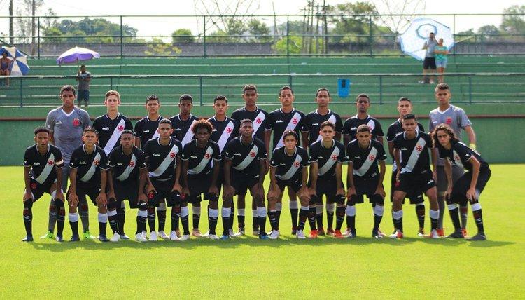 Equipe posou para foto antes do jogo