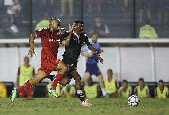 Fabrício em ação contra o Inter no Caldeirão