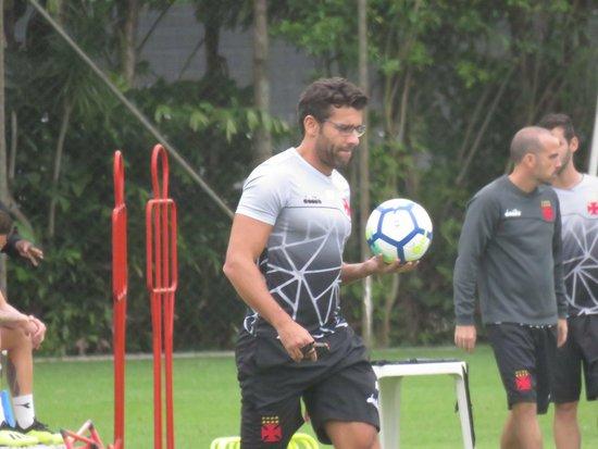 Alberto Valentim, durante treino do Vasco