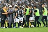 Alberto Valentim foi expulso no intervalo do jogo (Foto: Marcos Ribolli)