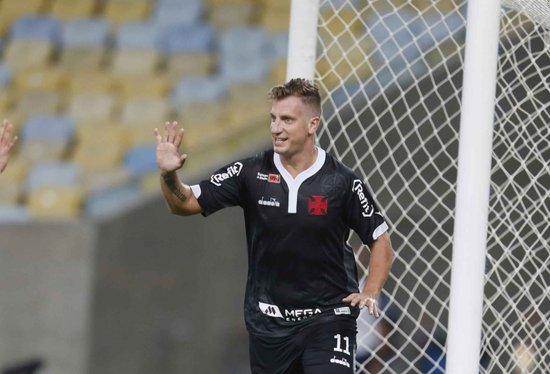 """Contra o Fluminense, na barra do uniforme, o Vasco contou com a """"Mega Energia"""""""