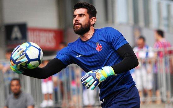 Fernando Miguel tem quatro vitórias, dois empates e três derrotas com a camisa do Vasco