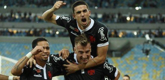 Maxi López deve voltar ao Vasco contra o São Paulo após desfalcar contra Atlético-PR e Corinthians