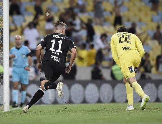 Maxi vibra pelo gol marcado de pênalti