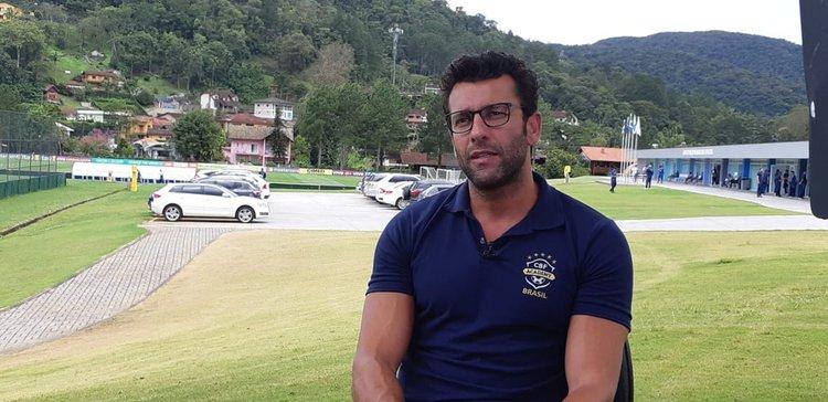 Alberto Valentim na Granja Comary, onde faz curso de técnicos da CBF