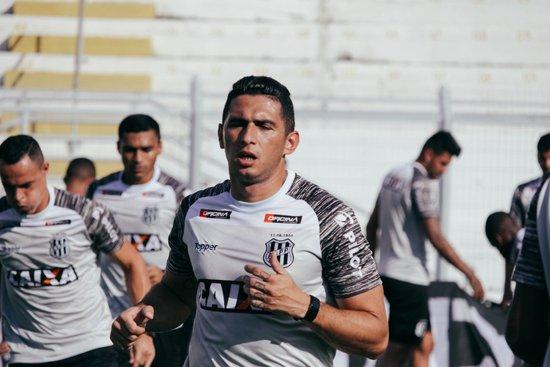 Danilo Barcelos durante sua passagem pela Ponte Preta