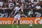 Leandro Castan em ação pelo Vasco; clube trabalha para manter o jogador (Foto: Carlos Gregório Jr)
