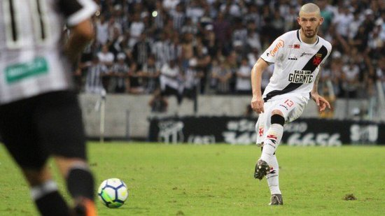 Luiz Gustavo jogou improvisadamente na lateral em 2018 Foto
