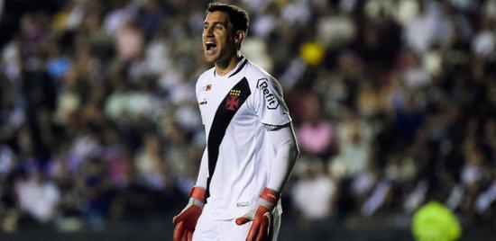 Martín Silva em ação contra o Bahia; goleiro está desde 2014 no Vasco