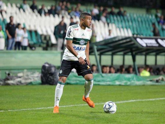 O Coritiba deve emprestar o meia Yan Sasse, 21 anos, na próxima temporada