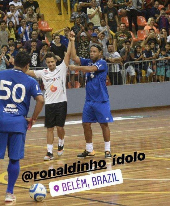 Pikachu e Ronaldinho Gaúcho