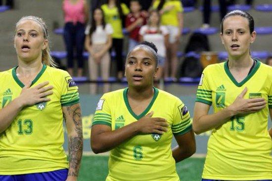 Rayane Arruda (camisa 6) na Seleção Brasileira