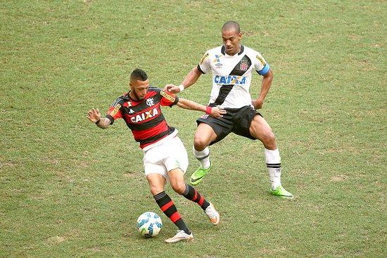Rodrigo em ação contra o Flamengo