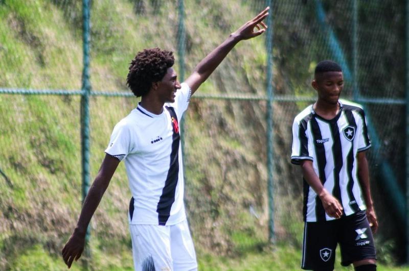 Talles comemora seu gol contra o Botafogo