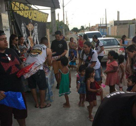Terceira edição do 'Natal Solidário' do grupo 'Vasboêmios' foi no bairro Nova Esperança