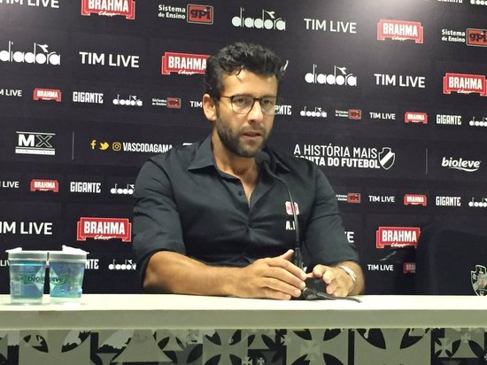Alberto Valentim durante entrevista coletiva