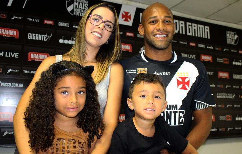 Família de Fellipe Bastos esteve na apresentação do jogador