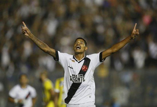 Marrony festeja segundo gol marcado no Carioca