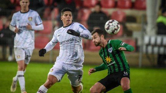 Paulinho atuando pelo Bayer Leverkusen