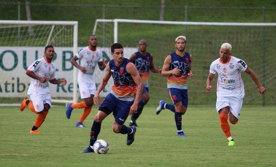 Thiago Galhardo teve boa atuação diante do Atibaia