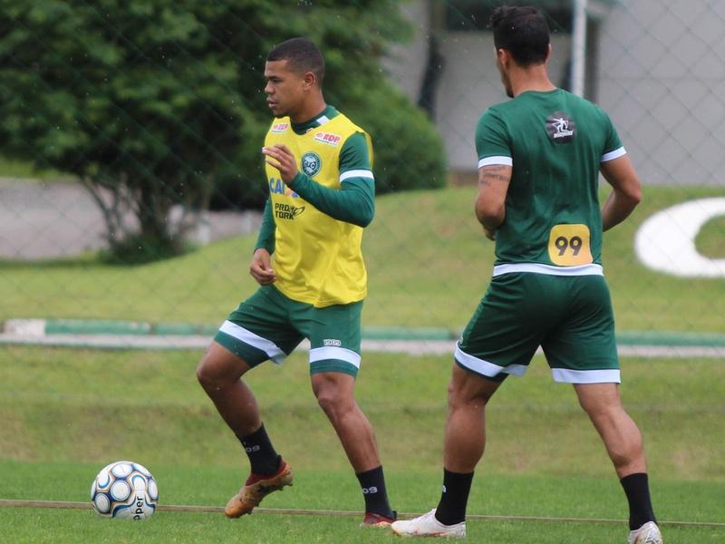 Yan Sasse em treino do Coritiba
