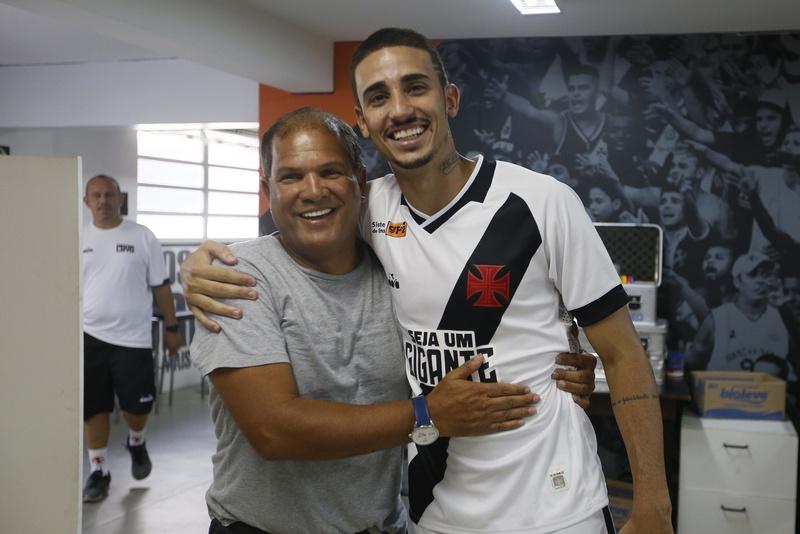 Camisa 8 do passado e do presente se encontraram em São Januário