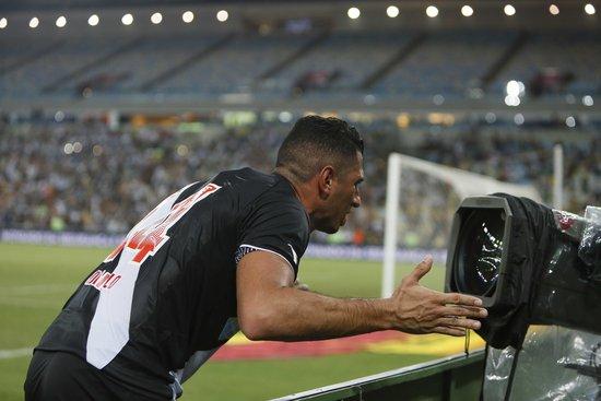 Danilo Barcelos festeja gol marcado na decisão da Taça GB