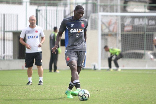Jomar, em treino do Vasco