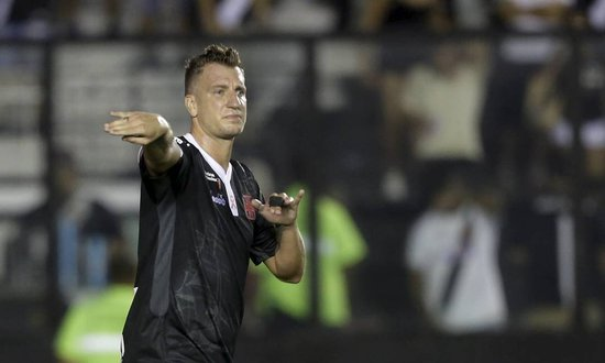 Maxi López pode aparecer no time titular do Vasco