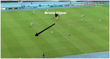 Passe enfiado de Bruno Cesar. Camisa 10 fez excelente partida e participou ativamente dos ataques