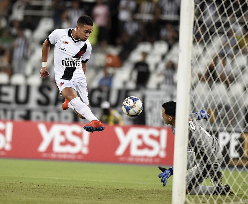 Pikachu marca contra o Botafogo